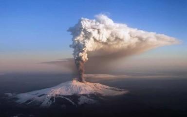 Огромный вулкан